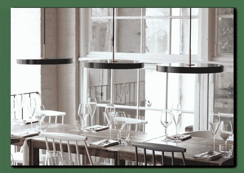 lampy wiszące asteria czarne nad stołem