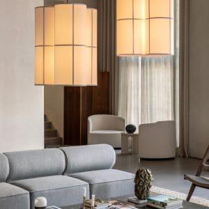 lampa wisząca menu hashira 3 punktowa nad stolikiem w salonie