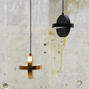 dwie lampy wiszące plus marki eno studio czarna i złota