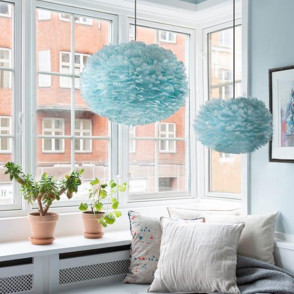 dwie lampy pierzaste eos medium i mini jasnoniebieskie