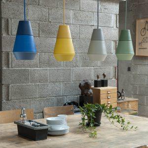 grupa products 4 lampy lava nad stołem