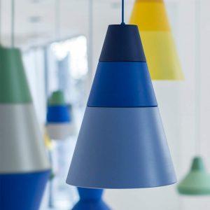 lampa wisząca ili ili w niebieskich odcieniach