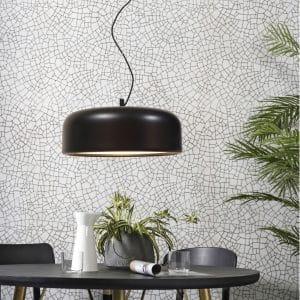 czarna lampa wisząca marseille its about romi na tle graficznej ściany