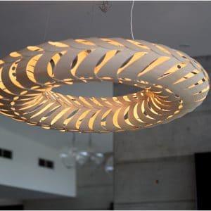 Zbliżenie na lampę David Trubridge Maru_.jpg