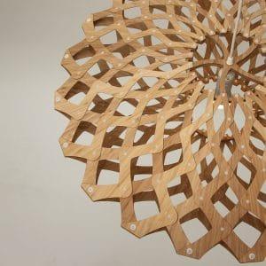 Zbliżenie na lampę Flax David Trubridge.jpg